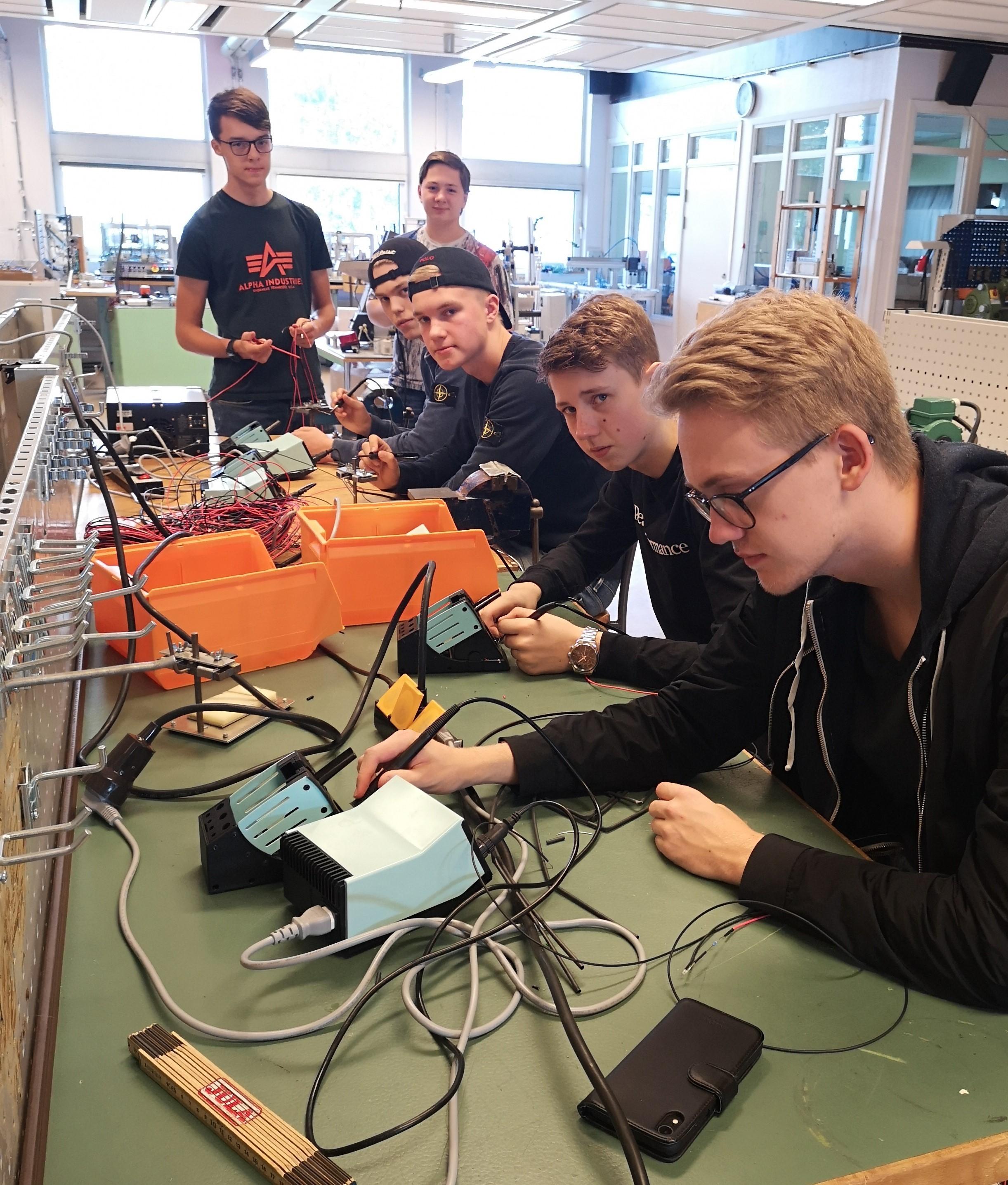Studenter från Alströmergymnasiet